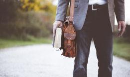 Какую книгу подарить мужчине: 25 вариантов