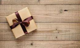 Что подарить родителям на годовщину свадьбы: 30 вариантов