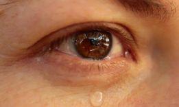 ТОП-5 теорий, почему люди плачут