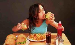 5 негативных факторов еды в одиночестве
