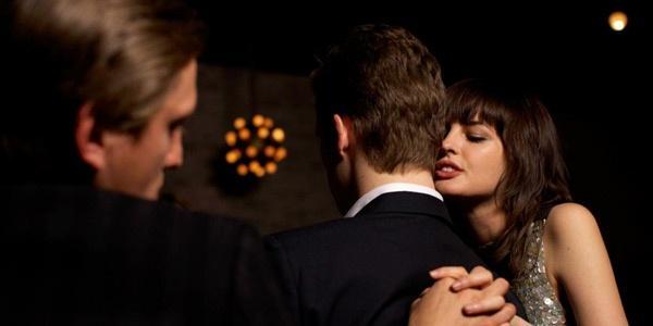 молодая жена изменяет с любовником