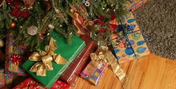 Что подарить на Новый год близким людям?