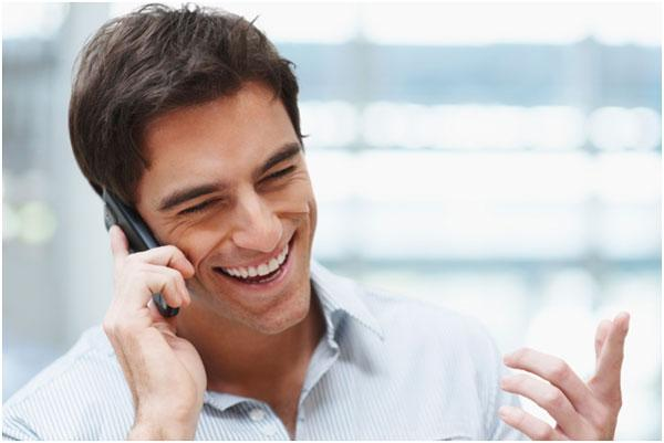 razgovor-s-drugom-po-telefonu
