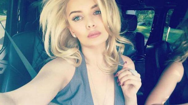 simpatichnaja-blondinka