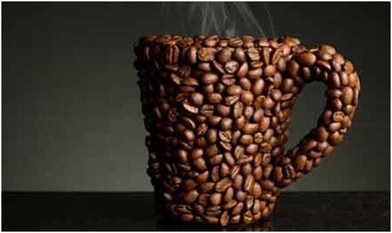 chashka-iz-kofejnyh-zeren